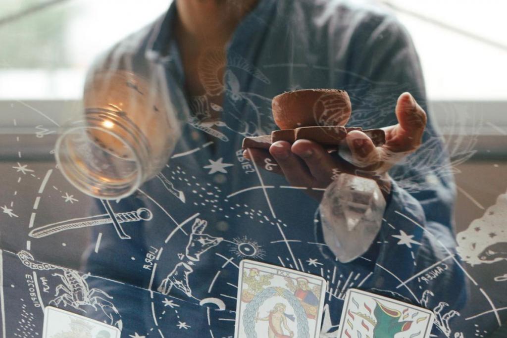 Emanuel Lopes astrologer natal chart astrology tarot card reading